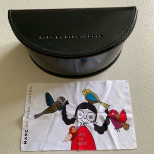 MARC JACOBS Sunglasses Case w/ Cleaning Cloth